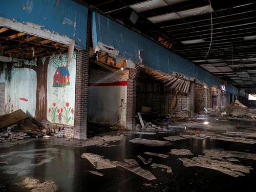 majesticdust:  Dixie Square Mall  Harvey, Illinois  I'm fascinated with old and abandoned malls. None of the ones in Edmonton are this run down, but I love the half-operational ones just as much. They're like time capsules!
