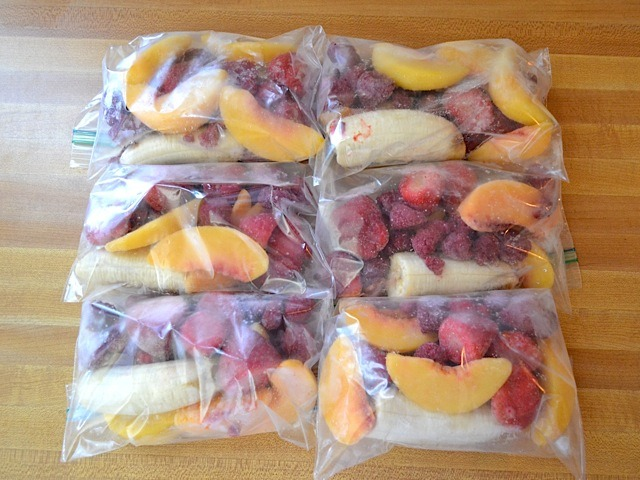 fitness-is-sexy:  Make frozen smoothie packs every Sunday to last the whole week. When you're ready to enjoy a smoothie just pick a bag and blend! Simple and quick <3