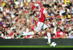 nnddrrww:  RVP, against Villa at Emirates. (via Yahoo! Sports)