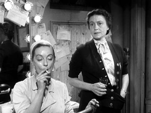 wehadfacesthen:  Bette Davis and Thelma Ritter in All About Eve (Herman Mankiewicz, 1950)