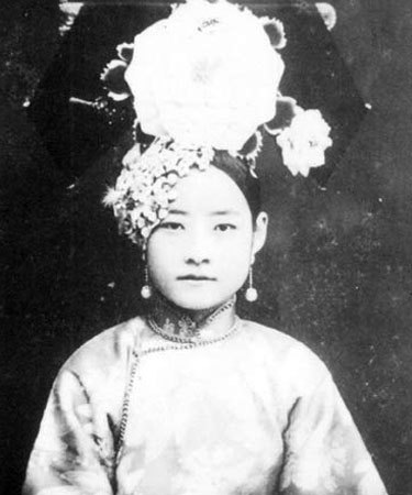 the-next-emperor:  A gege from Qing dynasty. (In China, an emperor's daughter was called 'gege' and not princess.)