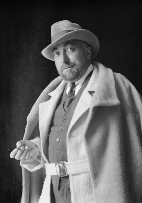 nigel:  Paul Poiret, looking cooler than I could ever hope to.