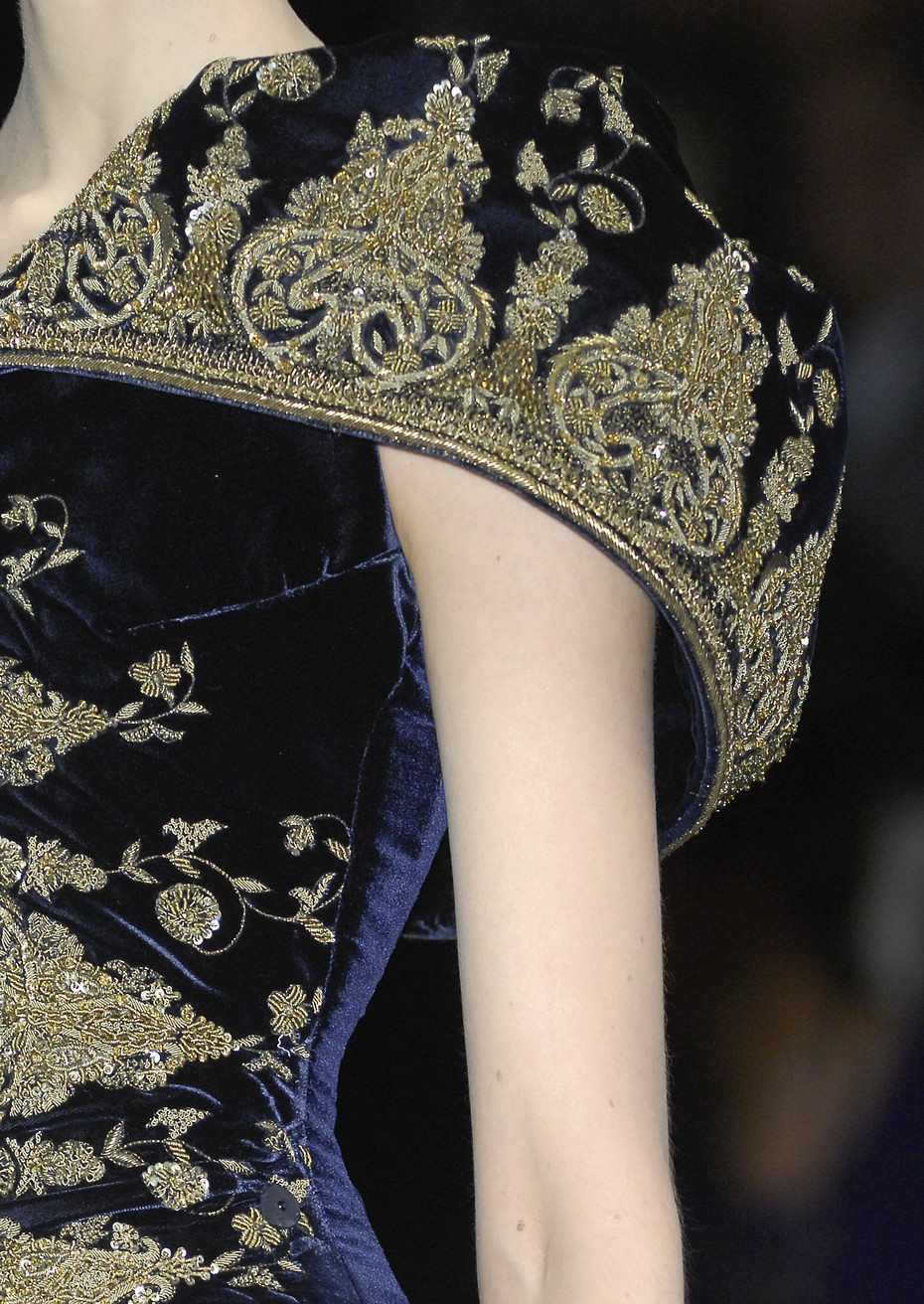 adiakatarina:   Alexander McQueen Autumn/Winter 2008   I miss him :(