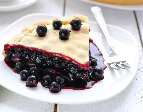 (via Tasty Corner - Vegan cake with juicy black currant) *russian, translate with google!*