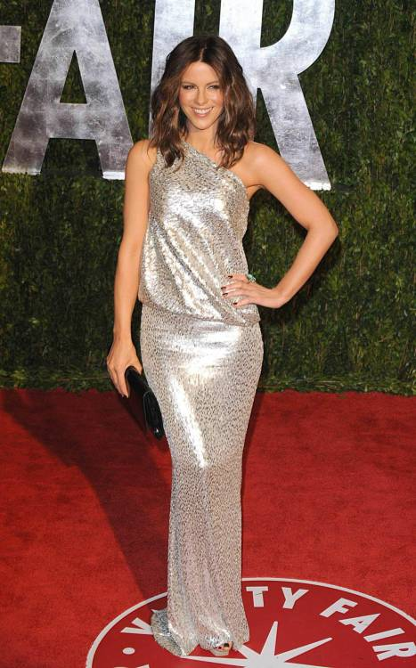 simplykatebeckinsale:  2010 Vanity Fair Oscar Party, 7th March 2010.