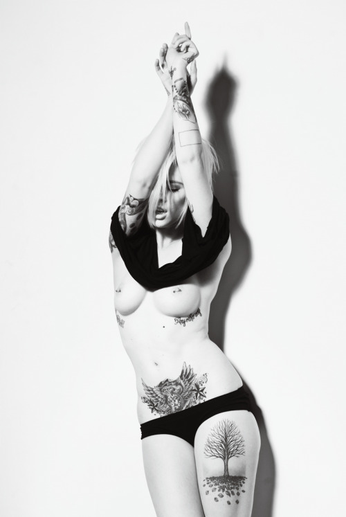 inkeddolls:  Alysha Nett  I want the tattoo on her thigh. I've wanted a tree tattoo for a while now, I love it!