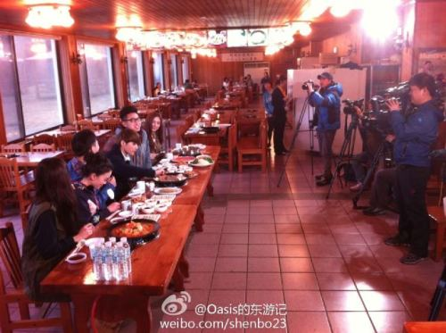 120325 Ryeowook at the Filming for Chinese Food Show  cr: Oasis的东游记 via: @EverLastingFans