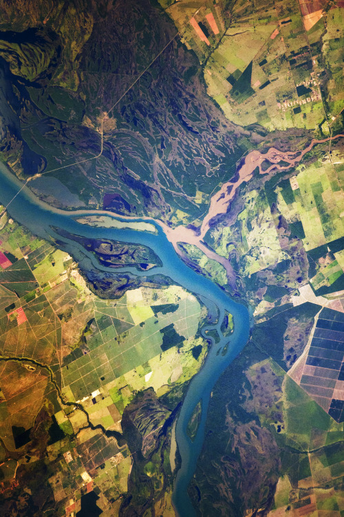infinity-imagined:  The Paraná River in Brazil.