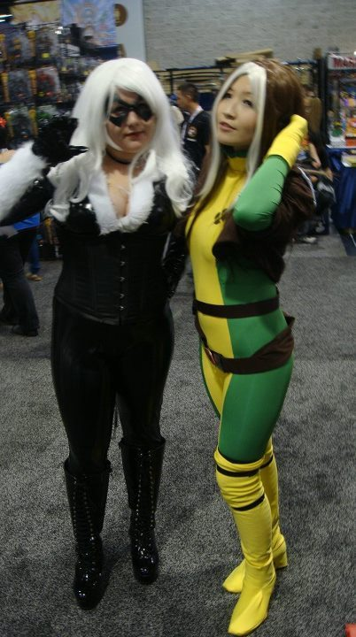 prettyeyeforthesuccubi:  WonderCon 2012. Me with Rogue.