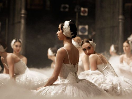 Ballerinas, Berlin (by Maria Helena Buckley)