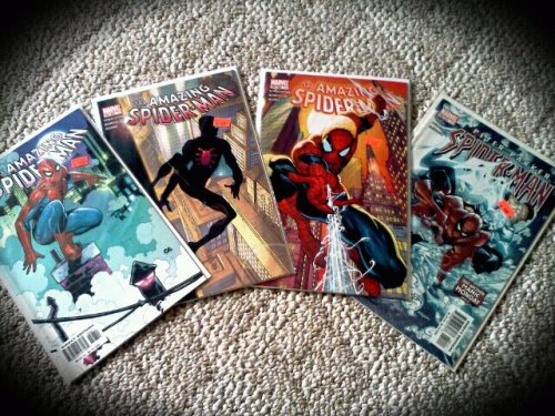 brittneynicole1010:  my spiderman comics i got today<33  No, you got Spider-Man comics. Spiderman comics don't exist.