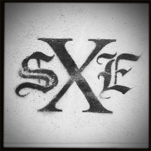 S X E #graffiti  Matty ALN Lens, BlacKeys SuperGrain Film, No Flash, Taken with Hipstamatic