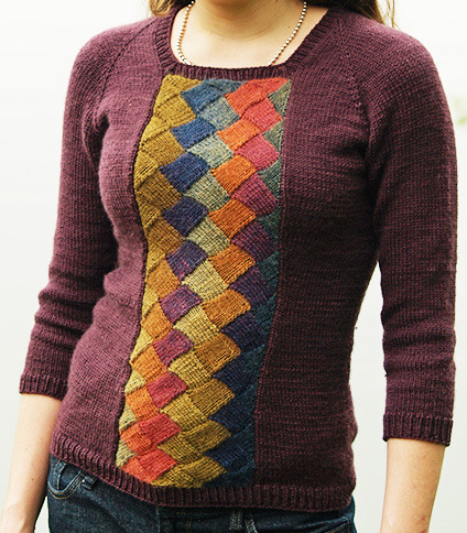kittyknitcrochet:  sionaland:  Tenney Park Pullover (entrelac) by Elizabeth Morrison  Free pattern in Knitty   I love the ombre effect on it.