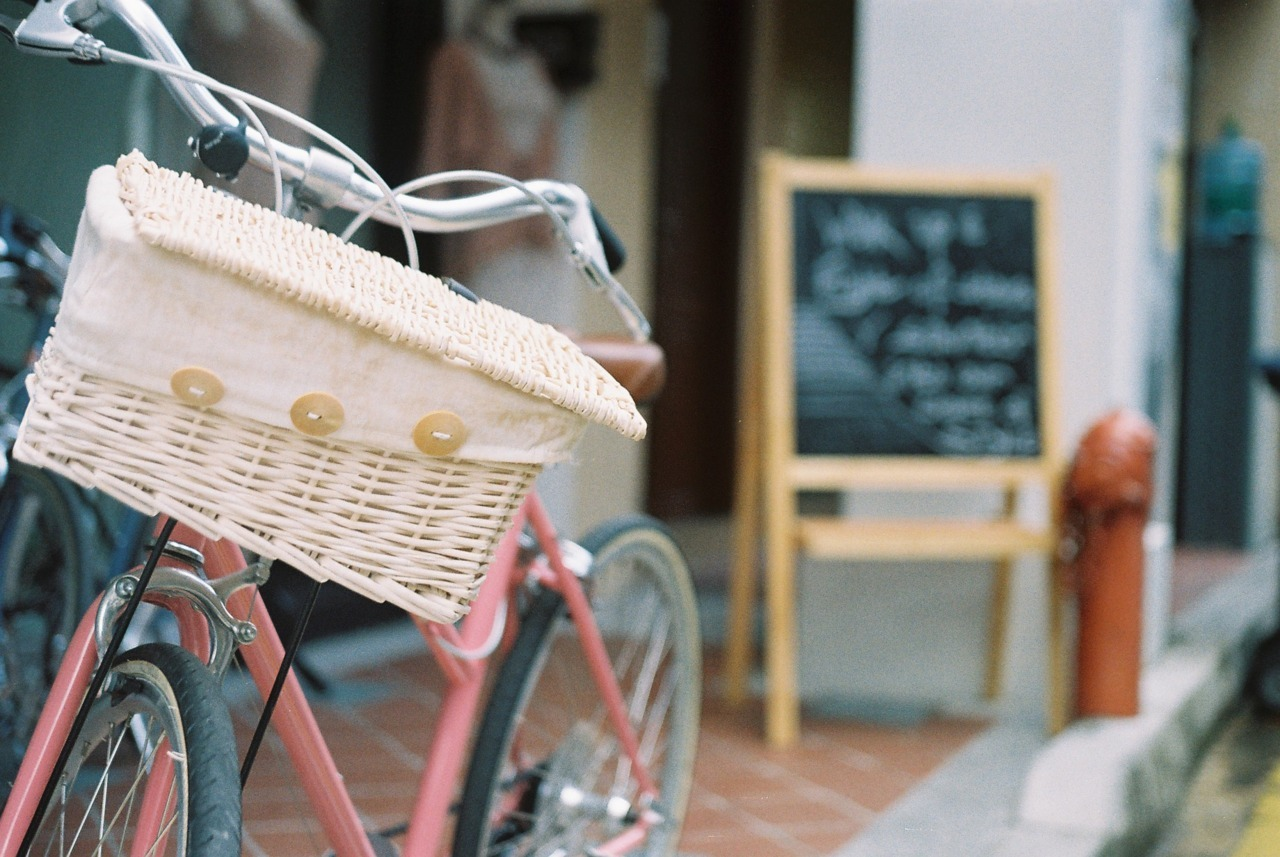 Camera: FED 5B Film: Lomography CN 100 Location: Haji Lane, Singapore Credits belong to theanalogdork