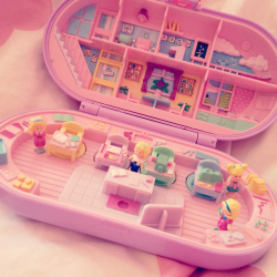 kpopandkawaii:  pastelraindrops:  A Polly Pocket stamp set I found at the flea market today ☆彡  (via imgTumble)