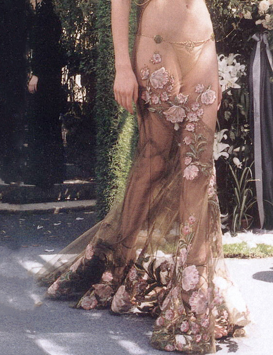 Christian Dior Haute Couture Autumn/Winter 1997   http://idreamofaworldofcouture.tumblr.com