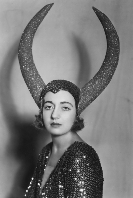 sisterwolf:  Sparkly horns lady