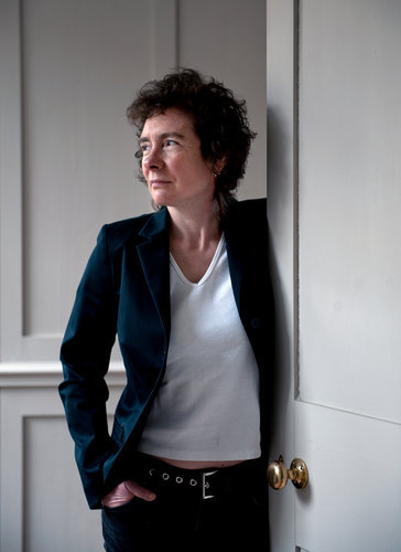 ■ infn ■ → Jeanette Winterson ( @Librimondadori ) afterellen:   It's a testament to Winterson's innate generosity, as well as her talent, that she can showcase the outsize humor her mother's equally capacious craziness provides even as she reveals the cruelties Mrs. Winterson imposed on her in the name of rearing a God-fearing Christian.  Mummy Dearest: Jeanette Winterson's New Memoir - New York Times Book Review  (a proposito della recensione di Giacomo Giossi a Perché essere felice quando puoi essere normale, di Jeanette Winterson, Mondadori 2011)