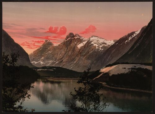 [Kongen og Dronningen, Bispen, Norway] (LOC)  [between ca. 1890 and ca. 1900]. 1 photomechanical print : photochrom, color.