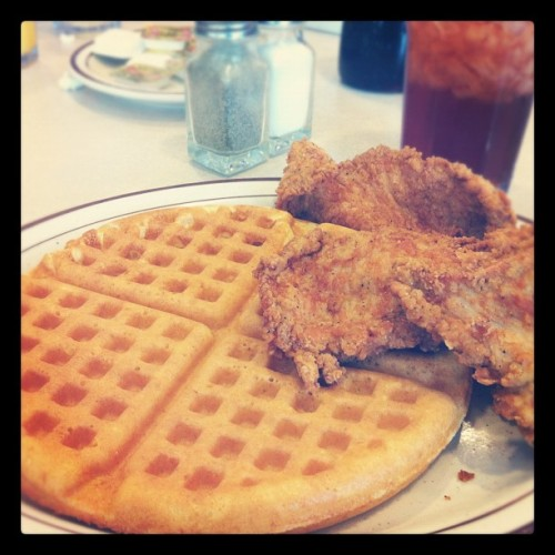 Day 85: Soul Food Breakfast - Chicken & Waffles #marchphotoaday #photoaday #365 #day85 #2012 #breakfast #savannah #southern #food  (Taken with Instagram at Loc's Chicken & Waffles)