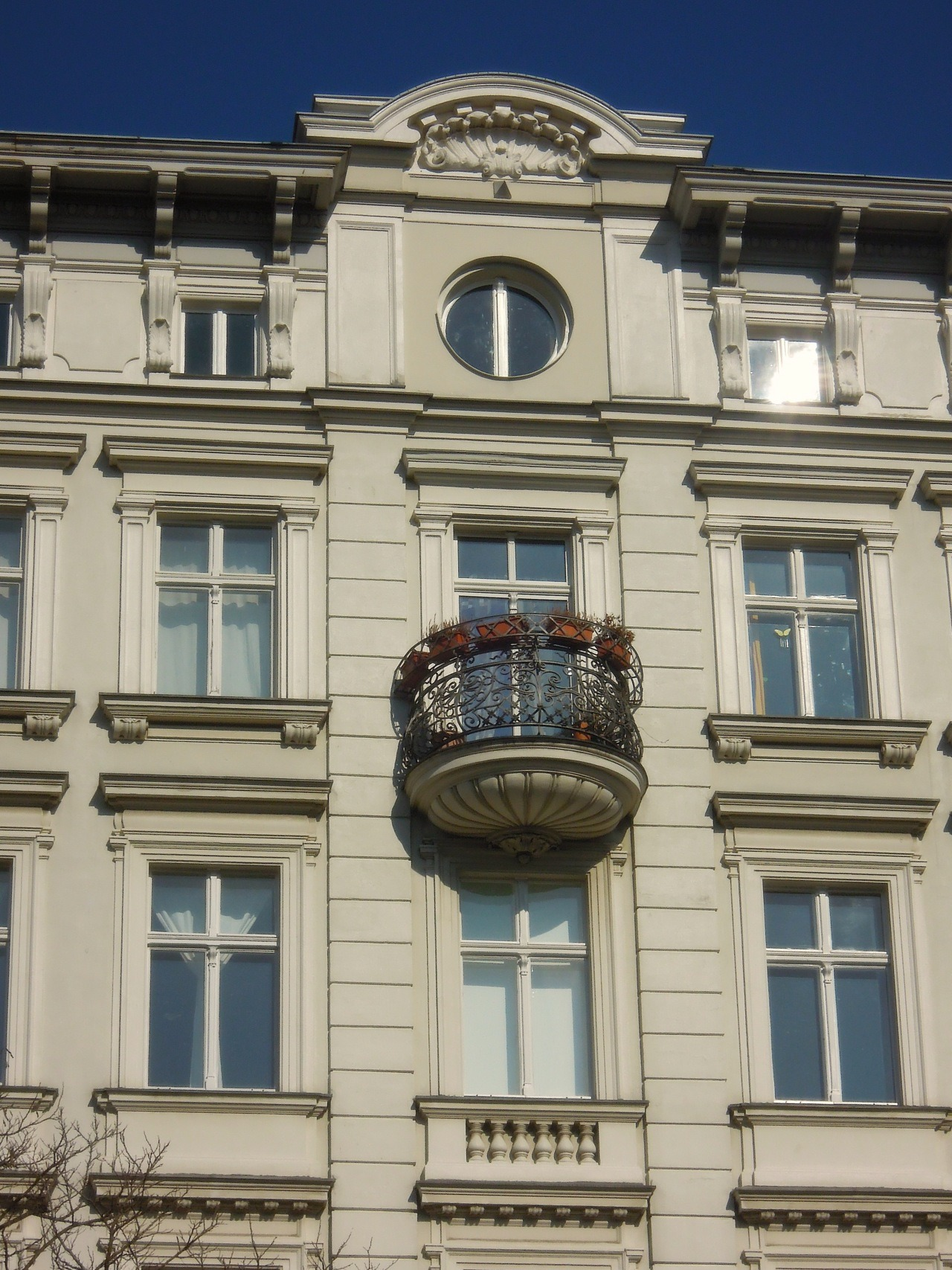 balcony of dreams, 19th century living machine, berlin
