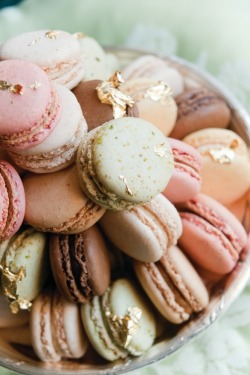 lola-and-daisy:  MACAROONS. GOLD. PERFECTION.
