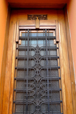 decoarchitecture:  Exterior Door, Aldabas-Melchormalo Building, Lima, Peruby John Meckley Beautiful door with Deco carving and metal work. From Flickr:  Aldabas-Melchormalo Building dates from 1932 and was designed by the architect Augusto Guzmán Robles.