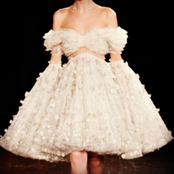 Stunning ! #alexandermcqueen #dress #fashion #mcqueen #paris  (Publicado com o Instagram)