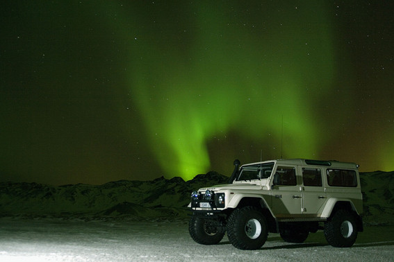 Not Sure What's More Breathtaking…#Northenlights Or #Landrover