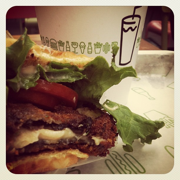 #yummy #shakeshack 🍔🍦 #shroomburger  (Taken with Instagram at Shake Shack)