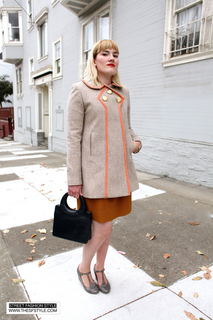 The detail on this coat is darling. (via STREET FASHION STYLE)