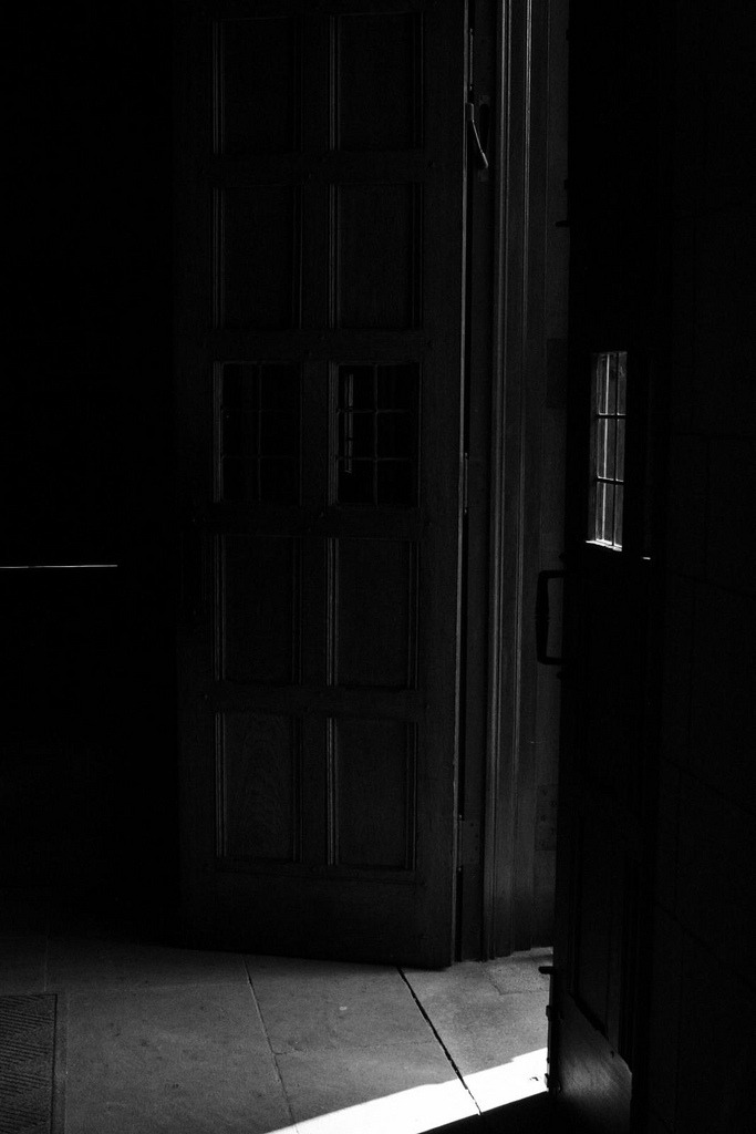 butisitartphoto:  How to Find a Door in the Dark?