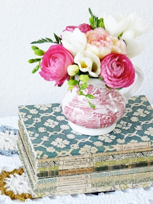 hearthandmadeuk:  three of my favourite things! Flowers vintage books and crochet ^_^