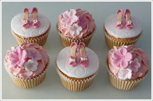 kittiesandcake:  Ballerina Cupcakes Featured on Kitties and Cake: http://kittiesandcake.tumblr.com/