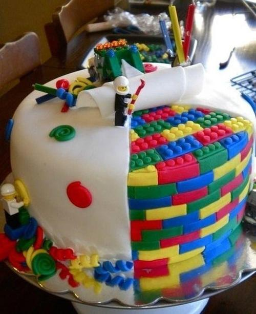 kittiesandcake:  Lego Cake Featured on Kitties and Cake: http://kittiesandcake.tumblr.com/