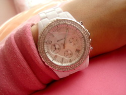 OMG I WANT THIS WATCH AH