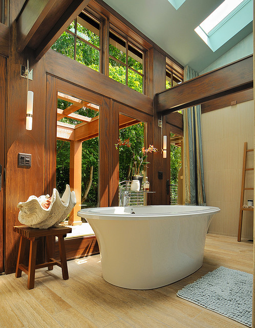 aros:  wood floor bathroom