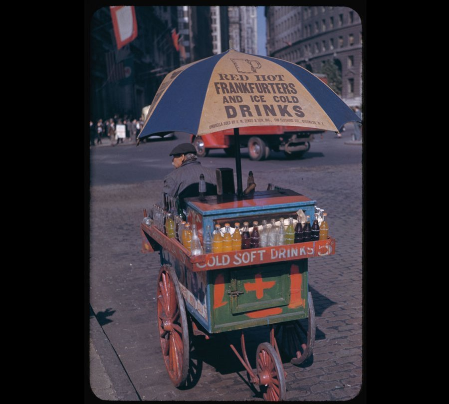 Portable soft drink stand at Bowling Green (1942)  http://www.businessinsider.com/new-york-city-1940s-photos-2011-7?op=1