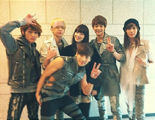 "f(x)'s Sulli Shows Support for SHINee's Comeback  f(x) member Sulli came out to show support for her label mate SHINee's recent comeback. On March 26th, Sulli uploaded the above photo on her Twitter with captions that read, ""I'm so curious yea~. As expected, SHINee oppas shined on 'Inkigayo!' 'Sherlock' is daebak!"" The photo, taken in the lobby of the Inkigayo studio, reveals a very happy Sulli surrounded by the five handsome SHINee boys. Fans and viewers alike praised the 'sibling love' between the two groups, commenting, ""It's good to see your friendship with the SHINee members!"" , ""Sulli is so cute!"" and, ""I hope Sulli makes a comeback too"". In related news, SHINee is currently making waves across the K-pop world with their fourth album 'Sherlock', which was released on the 19th."