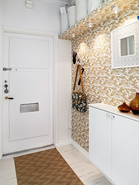 A clever way to disguise a built-in shelf and I love the mix of pattern and amber/brown tones!