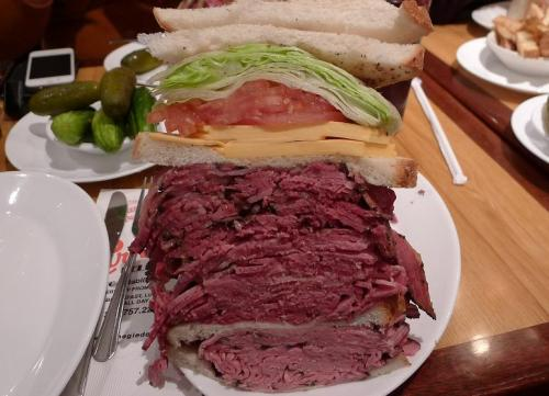 cheatsheet:  villagevoice:  Behold, the Tim Tebow sandwich at Carnegie Deli!  3.3 pounds!   I've been there before! hee hee. They had really good chocolate cheesecake.