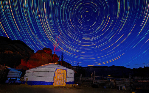 zarzor:  Mongolia Startrails by Ed Graham on Flickr.