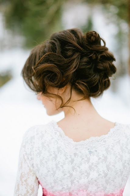 lacedinweddings:  Fab hair style for your special day!