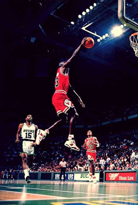 mj in the carmines! #jordan #6 #carmine #michael #mj #dunk #basketball #slamdunk #layup #bulls #chicago