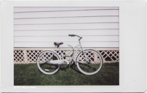 Long story short, I found this bike over a year ago and the police recently released it to me since they couldn't find the owner.  It's my little mystery bike! Now all I need is some streamers, a basket, a flowery summer dress, and a big hat!