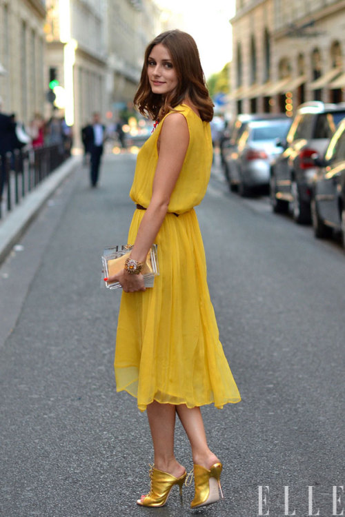 elle:  Street Chic: Paris The color is… sunshine Photo: Courtney D'Alesio