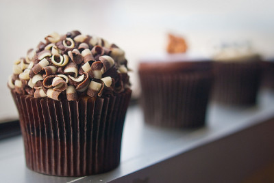 Black & White Cupcake by aubreyrose on Flickr.
