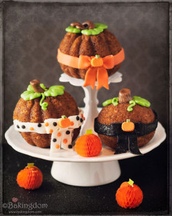 Bow Tied Pumpkin Spice Cakes Recipe