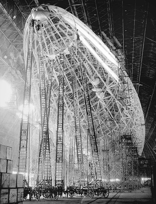 new-tomorrows:  iconoclantastic:  Zeppelin under construction.  Holy crap, what a beautiful picture…