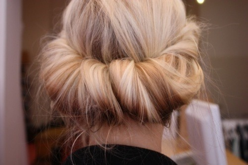 gold-luxe:  le-rucci:  x  Love her hair omg